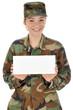 Soldatin mit leerem Schild