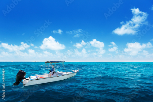 speed boat and water of indian ocean