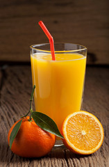 Frisch gepresster Orangensaft - Freshly squeezed orange juice