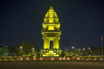 independence monument in phnom penh cambodia