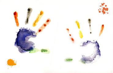 отпечаток детских рук на бумаге