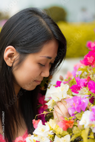 Cute Thai girl scent a colorful Kertas