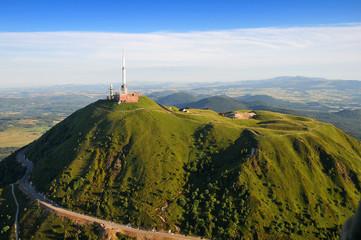 Vue aérienne Puy de dome et du Parc des volcans d'Auvergne