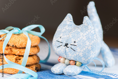 Homemade toy cat and cookie shallow dof