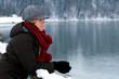junge Frau in Winterlandschaft