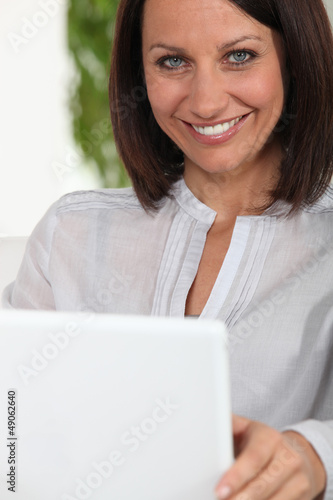 Middle-aged woman in front of her laptop
