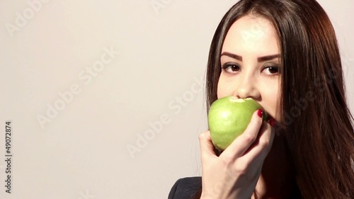emotion-girl eating an apple