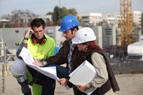 Foreman explaining upcoming work to colleagues