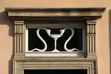 Schlangen über einer Tür in Wernigerode
