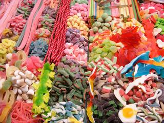 Stand de golosinas en el mercado de la Boquería en Barcelona