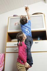 Kinder machen Räuberleiter