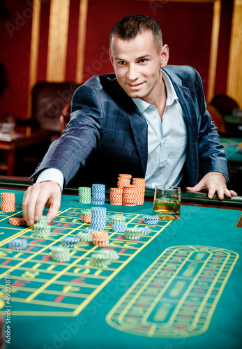 Tipping casino servers casinos with live poker