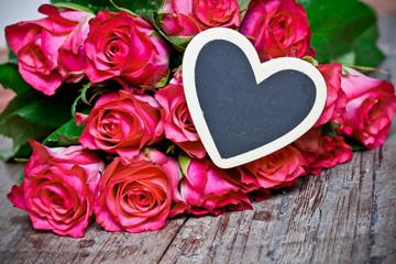 rote Rosen mit Herz