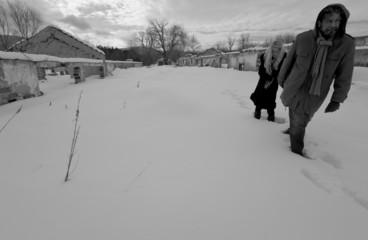 lost couple walking ruins