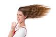 Freches Mädchen zeigt mit dem Zeigefinger - isoliert, Haare