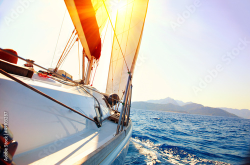 Aluminium Jacht Yacht Sailing against sunset. Sailboat. Yachting. Sailing