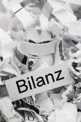 Papierschnitzel Stichwort Bilanz