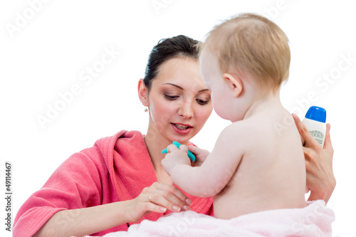 mother's care after bathing to baby