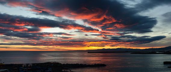 panoramica di un tramonto sul mare a Genova