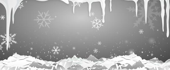 Eiszapfen und Berge bei Nacht