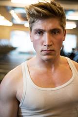 Portrait d'un homme caucasien musclé