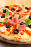 Pizza with ham, pepper and olives - 49121004