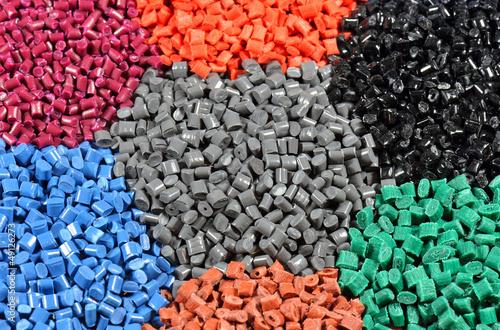 kilka barwionych polimerów