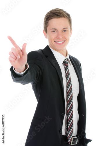 junger geschäftsmann zeigt mit dem finger