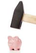 Sparschwein mit dem Vorschlaghammer zerschlagen