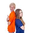 Teenagerpärchen mit Daumen hoch