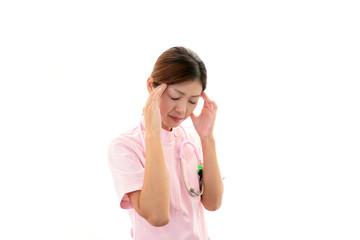 頭痛を訴える女医