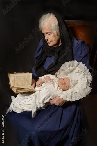Lesestunde mit dem Baby