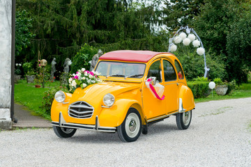 funny wedding car