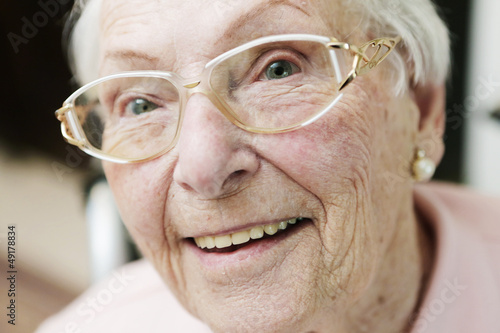 seniorin mit brille,porträt