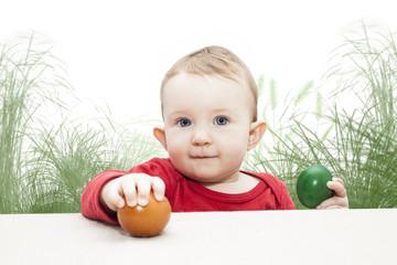 Kleinkind mit Ostereier