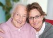 Großmutter mit Betreuerin