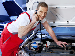 Car mechanic calls a customer before fixing the car