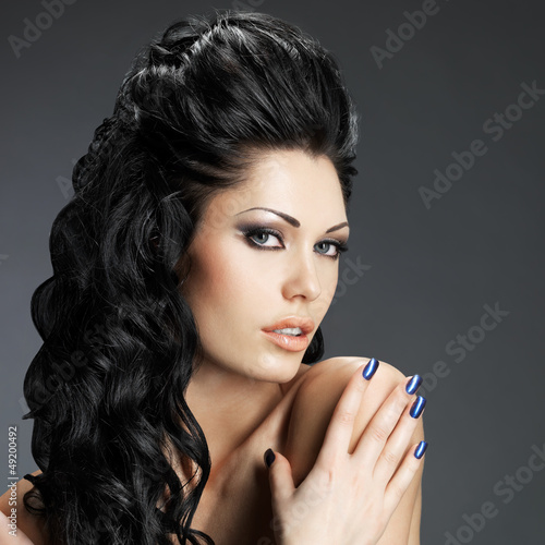 Brunette woman with long hairstyle