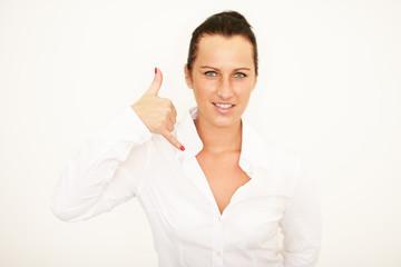 junge Frau macht Handzeichen
