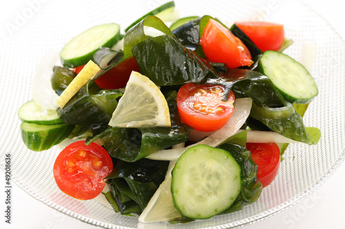 wakame seaweed salad, low calorie vegetarian food