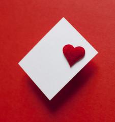 carton invitation fond rouge coeur saint Valentin