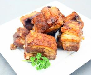 rillons de viande de porc aux épices