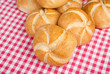 Broetchen auf Tuch III