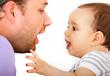 Leinwanddruck Bild - Ein Vater spielt mit seinem Kind