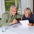 Rentner lösen Rätsel im Altersheim