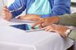 Senioren am Tablet Computer