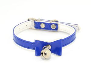 Collar azul con lazo y cascabel
