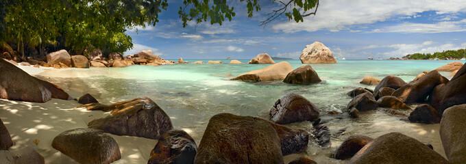 Панорама с камнями Сейшельские острова