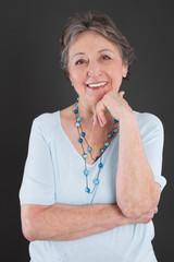 Portrait einer ältere Dame mit grauen Haaren