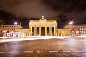 Brandenburger Tor und Platz des 18. März in der Nacht - Berlin